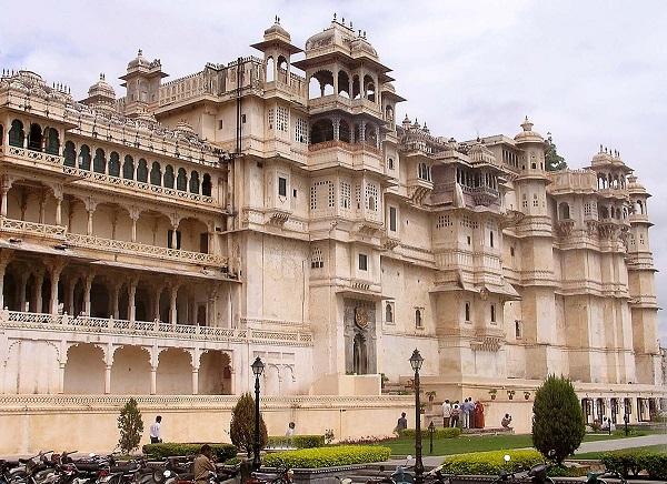 1200px-Udaipur_City_Palace