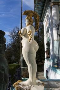 008 Wien-Penzing_-_Weibliche_Figur_von_Ernst_Fuchs_vor_der_Otto_Wagner-Villa_-_II